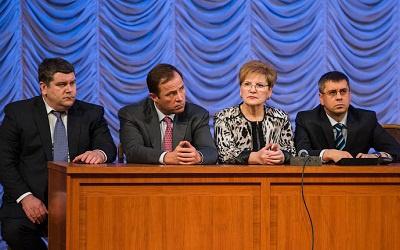 Игорь Комаров (второй слева) на встрече Николая Меркушкина с тольяттинцами,