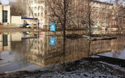 Типичный весенний потоп на улице Карбышева, фото с сайта tltgorod.ru