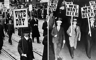 Две демонстрации после введения Сухого закона в США (1919): слева - сторонники, лозунг =Голосуй за сухой=, справа - противники, лозунг =Мы хотим пива=