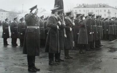 Милиция Тольятти на параде 7.11.1977, архивное фото с сайта tltgorod.ru