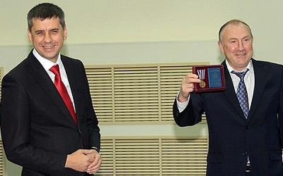 Сергей Андреев (слева) и председатель ТГД Александр Денисов (справа), фото с сайта gvtlt.ru