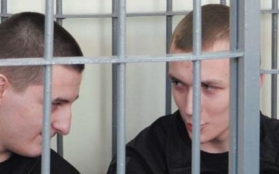 Двое из четверых подсудимых, фото Сергея Федорова, ПС