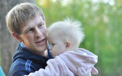 Илья Гурьев с одной из дочерей